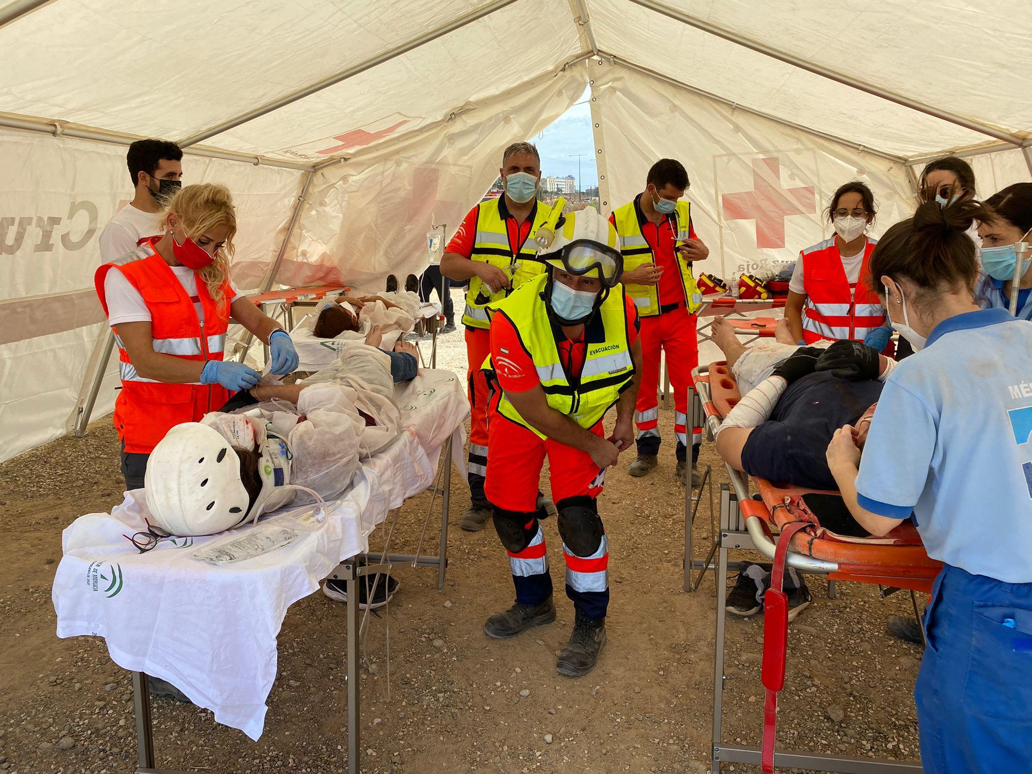 El 061 participa en el ejercicio de atención a múltiples víctimas organizado por la UMA