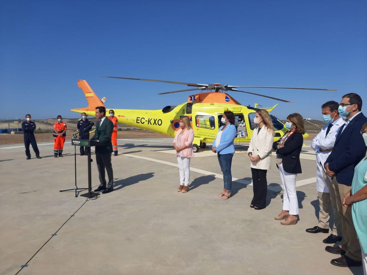Moreno presenta el nuevo helicóptero medicalizado para la provincia de Cádiz que estará disponible los 365 días del año